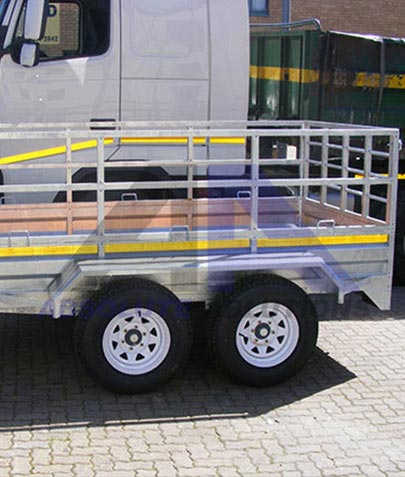 Several different configurations in load trailers are available, with different options for ramps, floors and rails for the agricultural, transport and construction industries