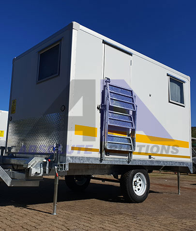 This is ideal accommodation for one person working in a rural area. This contractors caravan has a bed, wardrobe, small kitchenette, fridge and lockers