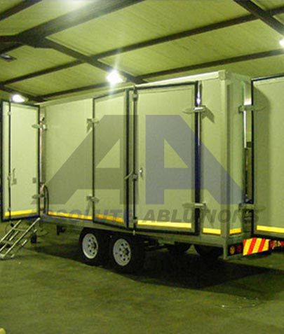 Double axle heavy duty equipment/service unit with applications in the wine industry, wine processing, display unit or workshop